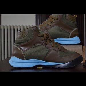 ffd48dd256c Nike ACG Shoes - ACG Nike Takos mid top sneaker Sz.9.5